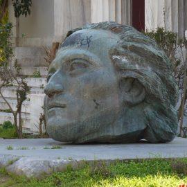 Bezoek aan het monument ter nagedachtenis aan 17 november 1973.