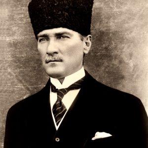 Foto: Atatürk in 1923. Bron: kultur.gov.tr. Bericht: De vergeten genocide. www.andergriekenland.nl