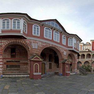 Foto: Vatopedi-klooster. Bron: mountathos360.com. Bericht: Geen enkele schuldige in het Vatopedi-schandaal. www.andergriekenland.nl
