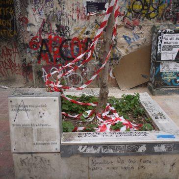 Exarchia: bij het monument van de overleden Alexandros