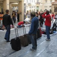 Foto: handel van Afrikanen in Athene. Bron: greecetravel.com. Bericht: Jacht op de Nigerianen. www.andergriekenland.nl
