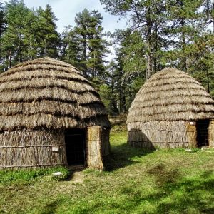 Foto: hutten van Sarakatsani. Bron: greecebyagreek.com. Bericht: Sarakatsani, de Griekse nomaden. www.andergriekenland.nl