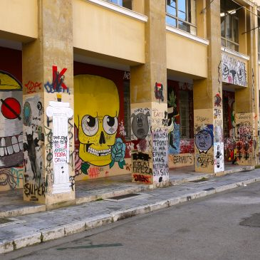 Foto-reportage: universitaire graffiti als politieke muurkrant.