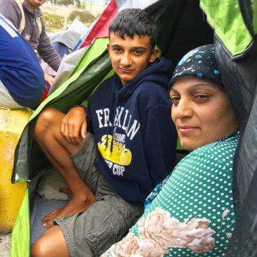 Foto: lokatie Piraeus- Koerdische familie uit Aleppo