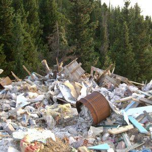 Foto: Corfu, bij Agios Górdios. Bericht: Het gegoochel met het aantal stortplaatsen. www.andergriekenland.nl